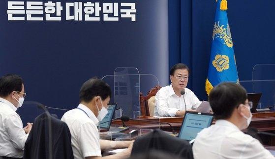 文在寅大統領は2日、首席・補佐官会議で「わが国は世界で最も低い水準の致命率を見せている」と誇った。韓国の致命率は2.13%だ。だが、韓国で20万人が新型コロナに感染し、3日まで2104人の国民が犠牲になった。[写真 青瓦台]
