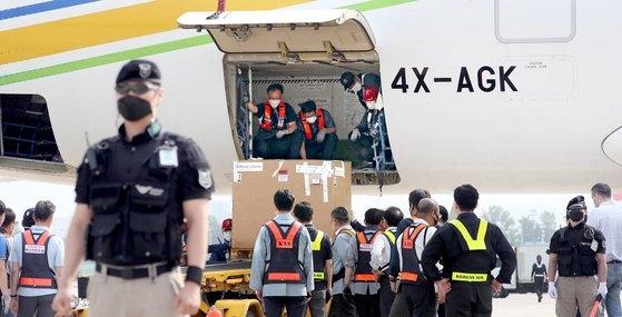 海外からワクチンが到着した仁川国際空港。 写真=空港写真記者団