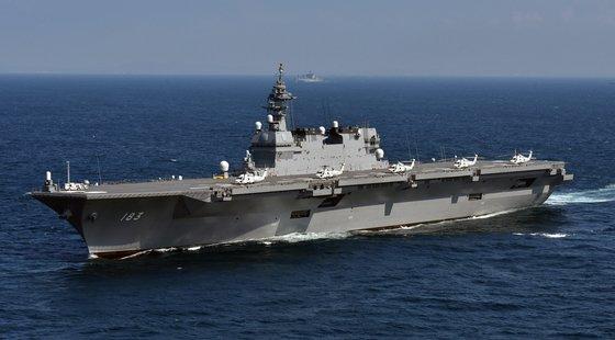 海上自衛隊の護衛艦「いずも」。日本はステルス戦闘機F-35Bを運用できるよう最近1次改造を終えた。[写真 海上自衛隊]