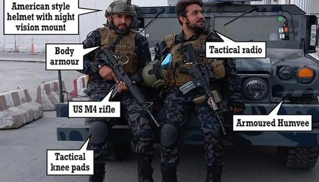 米軍が置いて行った武器・装備で重武装したタリバン部隊の兵士ら。[SNS キャプチャー]