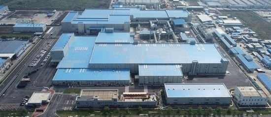 SKIETは工場の屋根に設置した太陽光パネルでRE100を推進する。 [写真 SKIET]