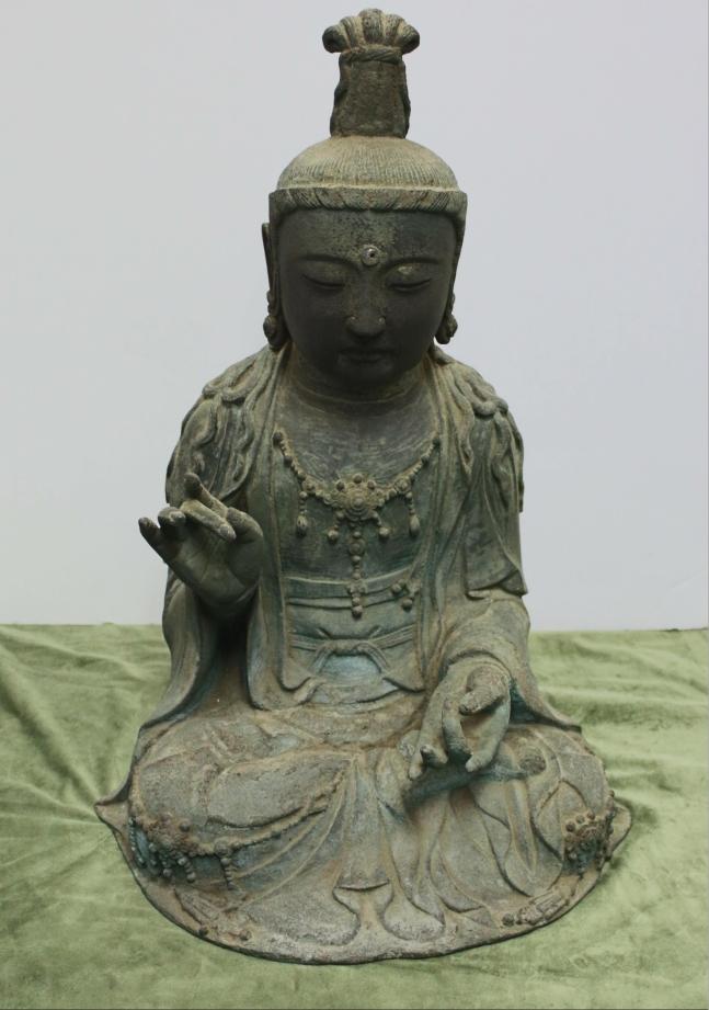 韓国窃盗団が日本から盗んだ金銅観音菩薩坐像。所有権を巡って韓日間で摩擦が起き、最終裁判結果に関心が集まっている。〔写真 韓国文化財庁〕