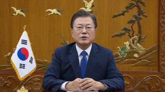 文在寅(ムン・ジェイン)大統領が22日(現地時間)、バイデン米大統領が主催した「グローバル新型コロナ首脳会議」に録画映像形式で参加した。 [写真 青瓦台]