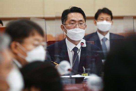 韓国の李正洙(イ・ジョンス)ソウル中央地検長が14日午前、国会法制司法委員会で開かれたソウル高等検察庁、水原(スウォン)高等検察庁などに対する国政監査で議員の質問に答えている。イム・ヒョンドン記者